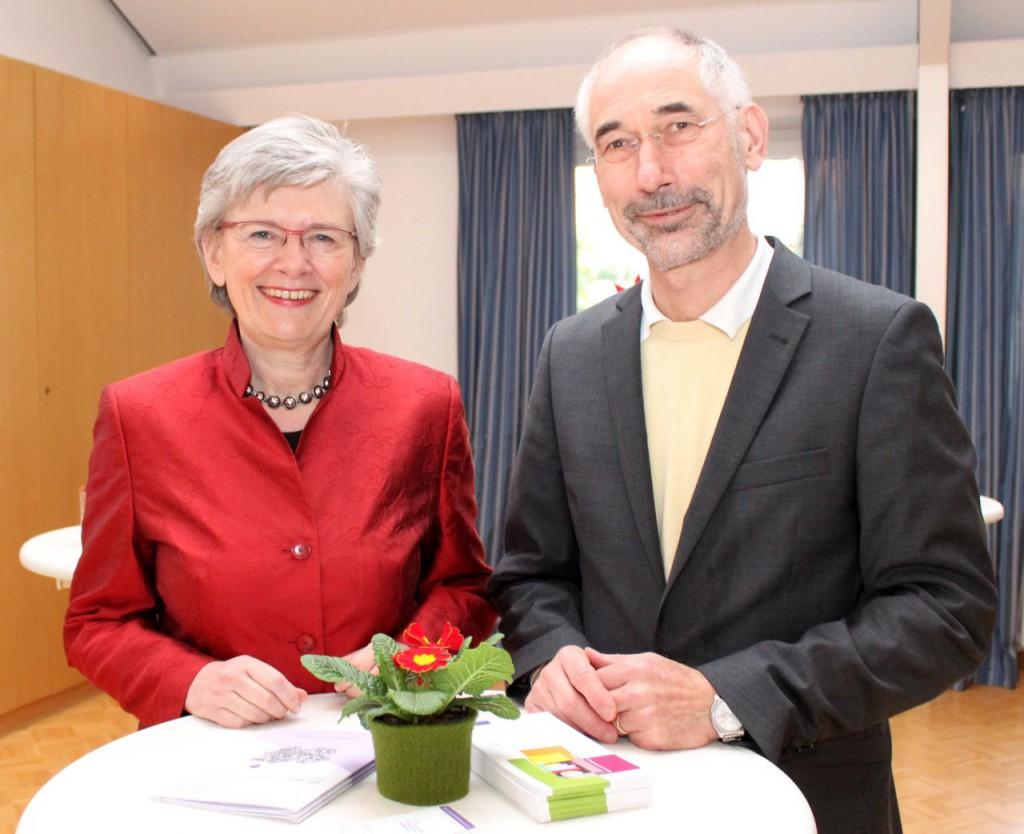 Sprachen beim Neujahrsempfang: Superintendentin Anke Schröder und Festredner Dr. Rüdiger Sareika. FOTO: EKP/OLIVER CLAES
