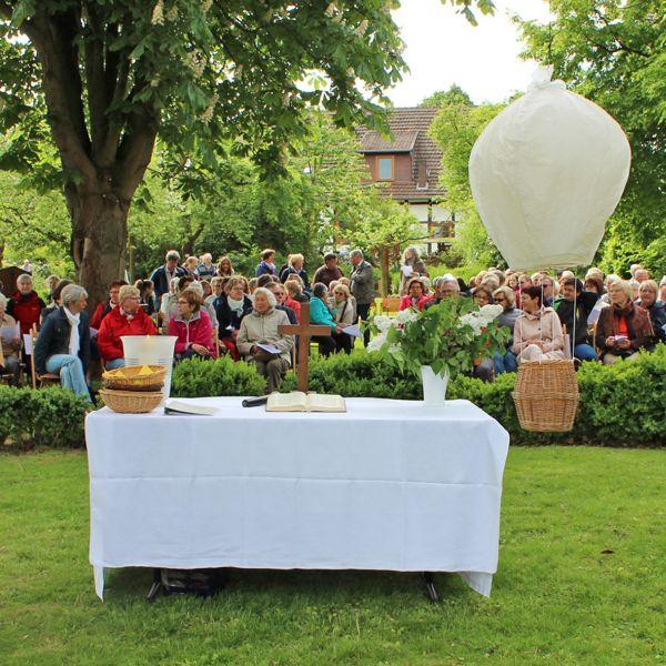 VOLLER ERFOLG Sternfahrt mit über 300 Menschen Erstes Projekt der jungen Gemeinde