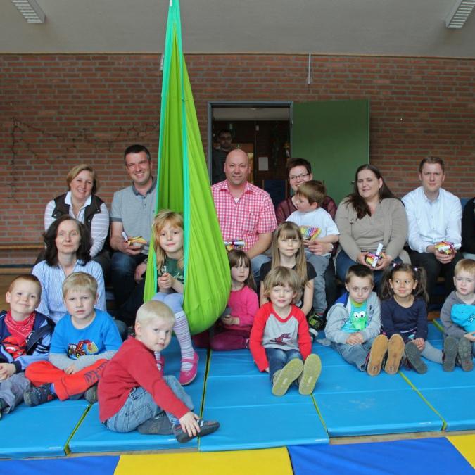 Spendenaktionen bringen 3.320 Euro Neues Schaukelsystem im Familienzentrum Johannes