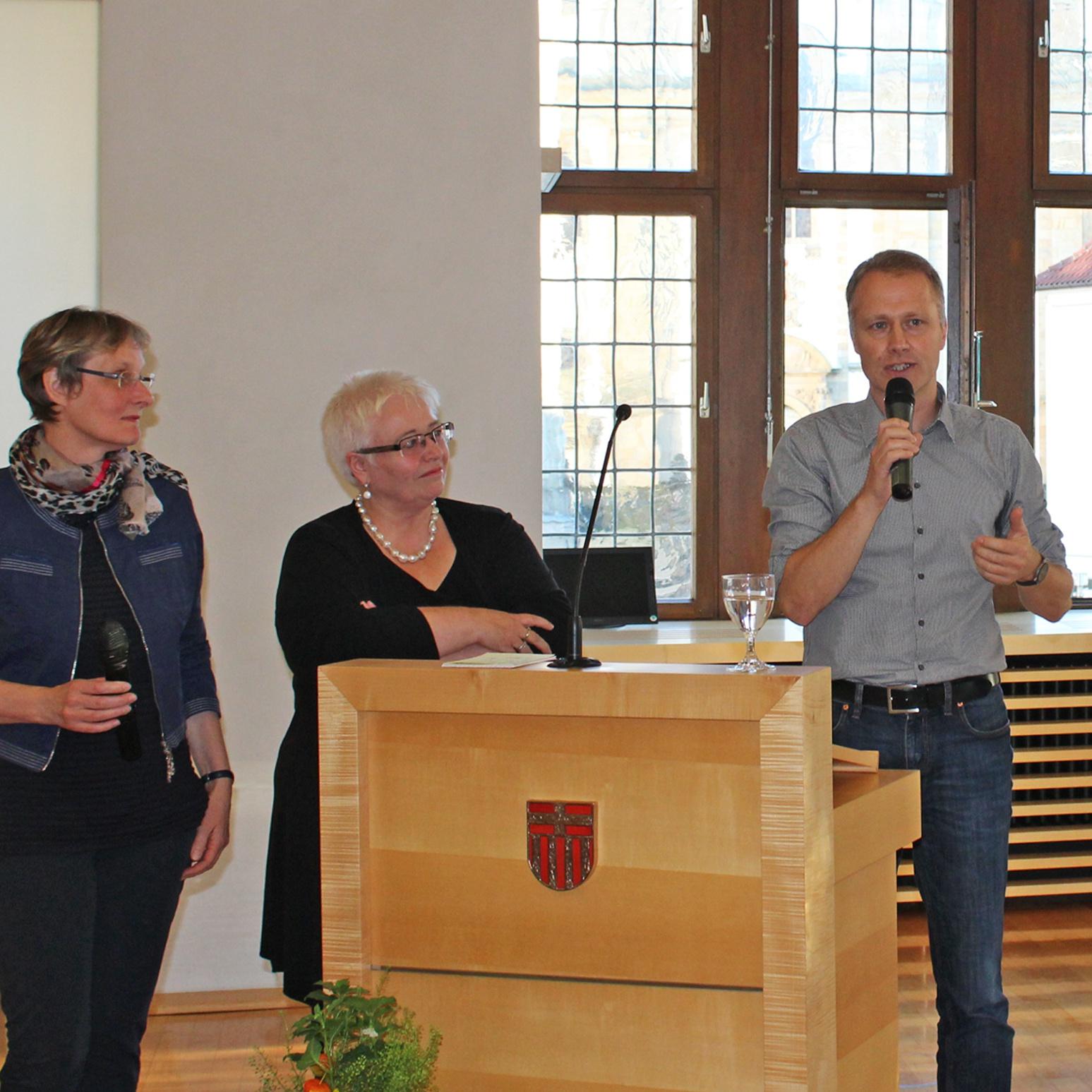 Kirchenkreis und Diakonie mit Bürgern und Experten im Gespräch: Es ist genug für alle da