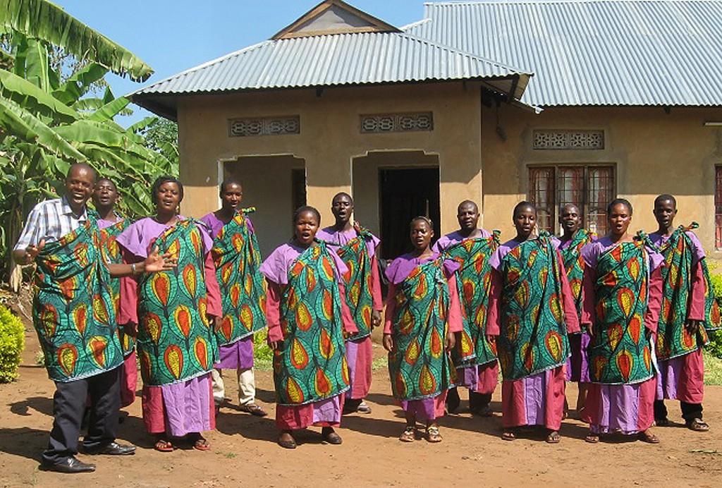 Freuen sich auf Begegnungen: Sängerinnen und Sänger aus Tanzania, die vom 10. bis 26. Oktober im Kirchenkreis Paderborn zu Gast sein und auftreten werden. FOTO: EKP