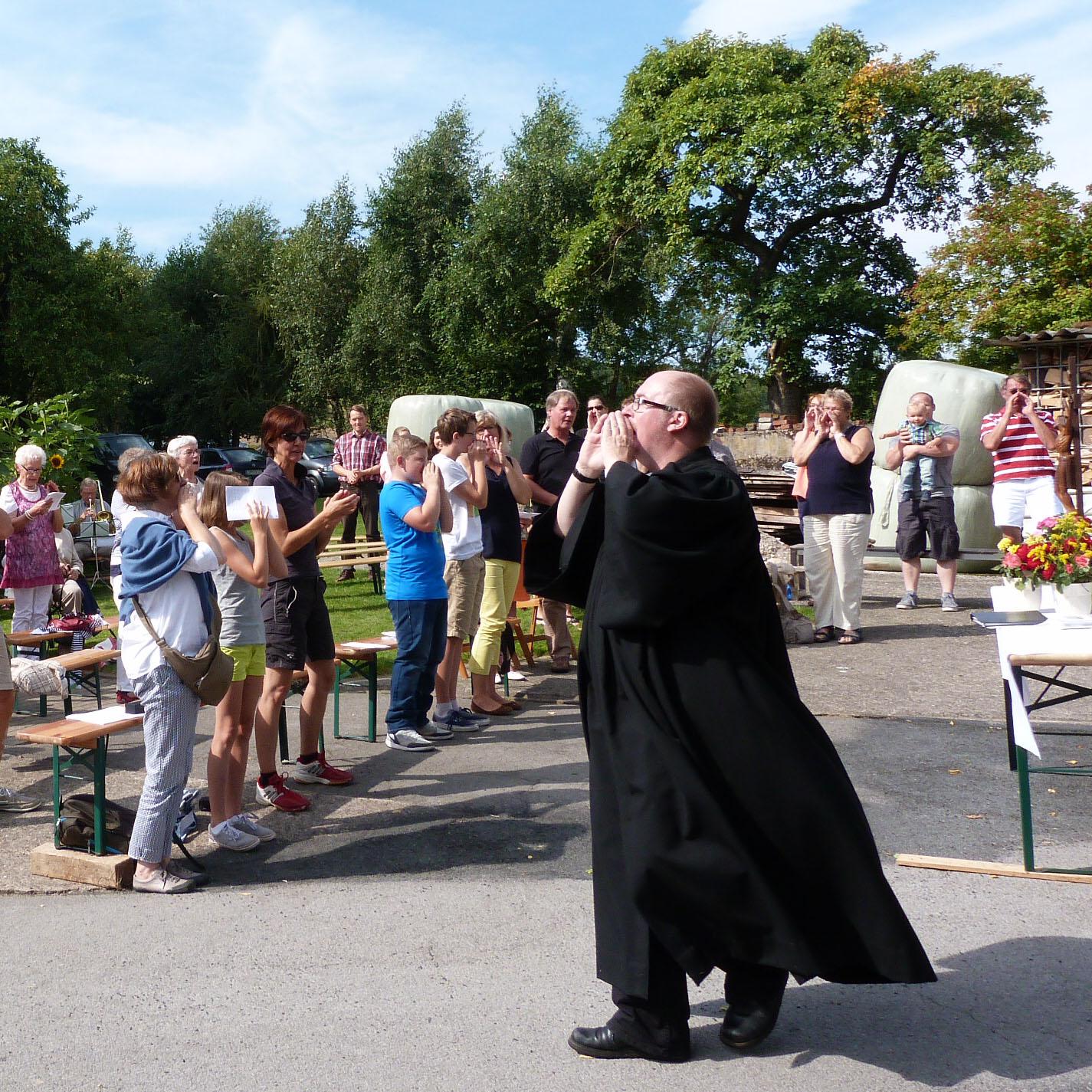 """""""Wer ist mein Nächster?"""" Beliebter Open-Air Gottesdienst in Lügde-Harzberg"""