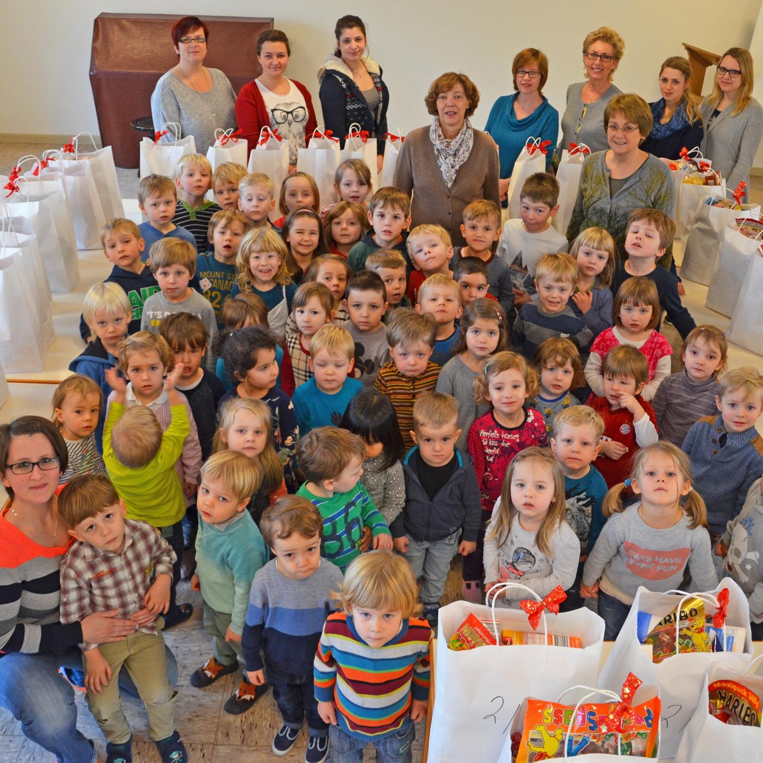 Kinder beschenkten Tafelgäste am Abdinghof