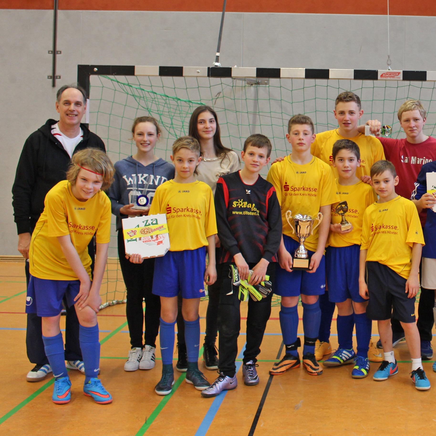 """100 Jugendliche beim Fußball- und Spieleturnier """"KonfiCup"""" Spaß und Fairness stehen an erster Stelle"""