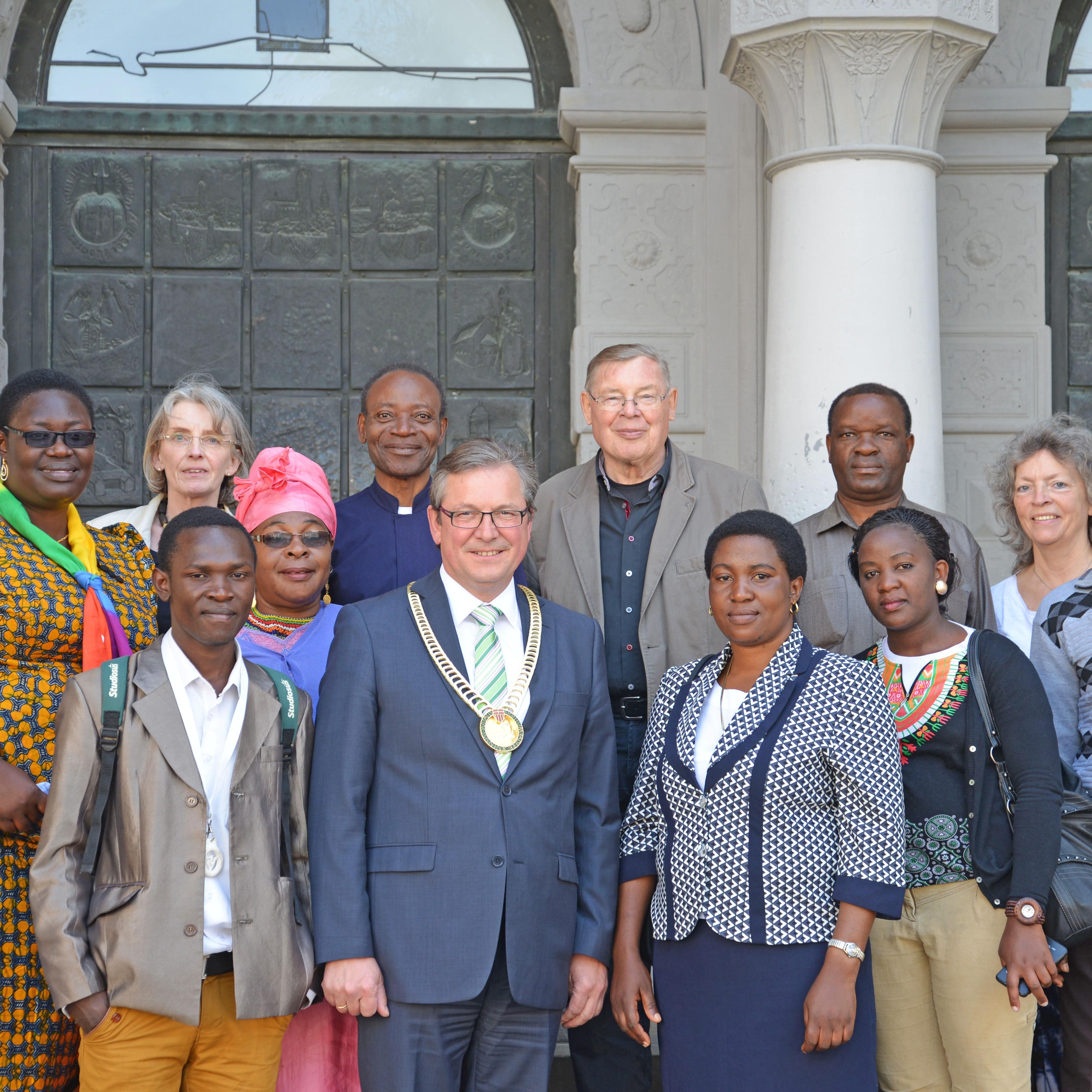 Empfang im historischen Rathaus Paderborn Bürgermeister Dreier begrüßte Kirchenkreis-Gäste aus Tansania