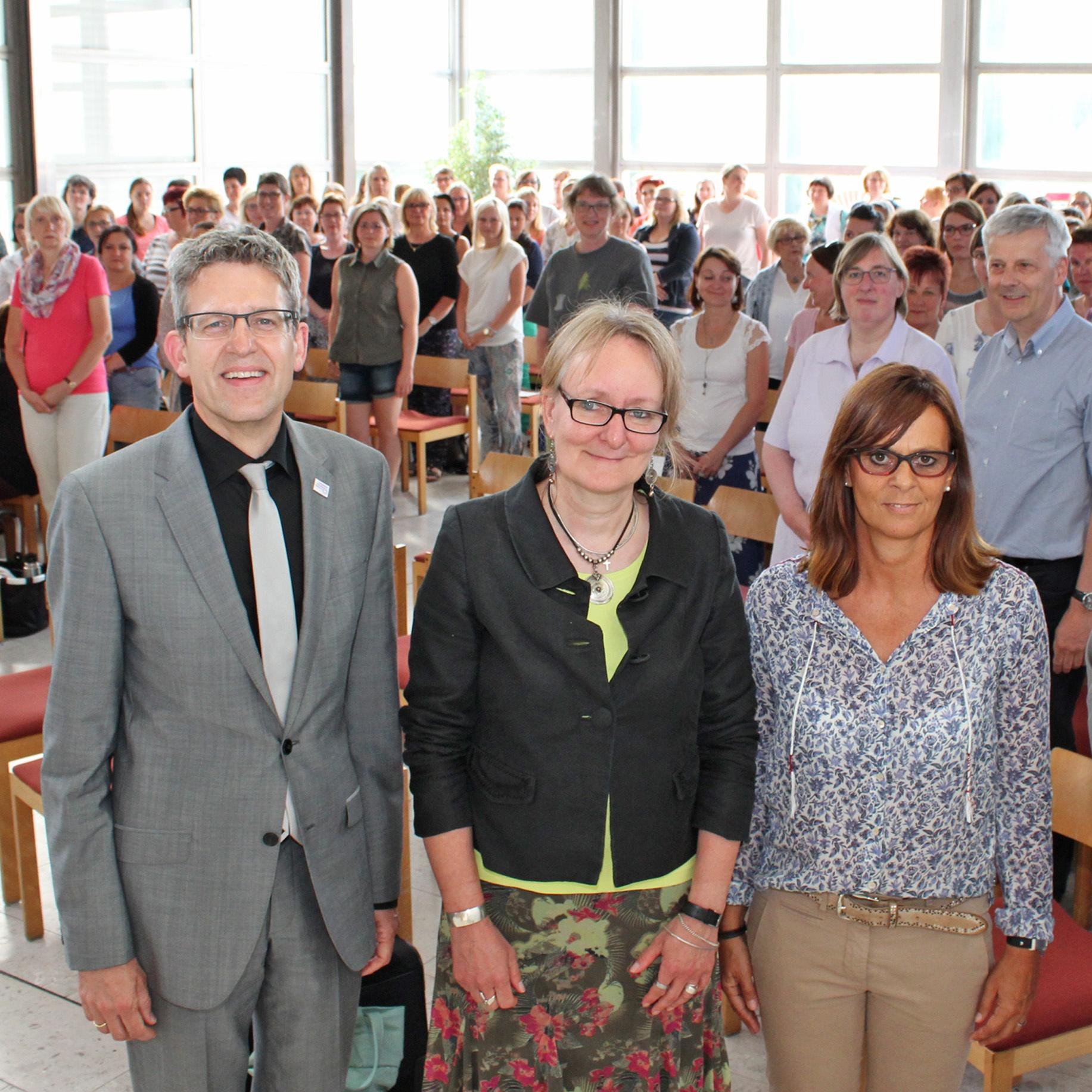 ZIEL Gute Qualität der bisherigen Arbeit im Kirchenkreis Paderborn weiter entwickeln Auftakt Qualitätsmanagementsystem in Evangelischen Kindertageseinrichtungen
