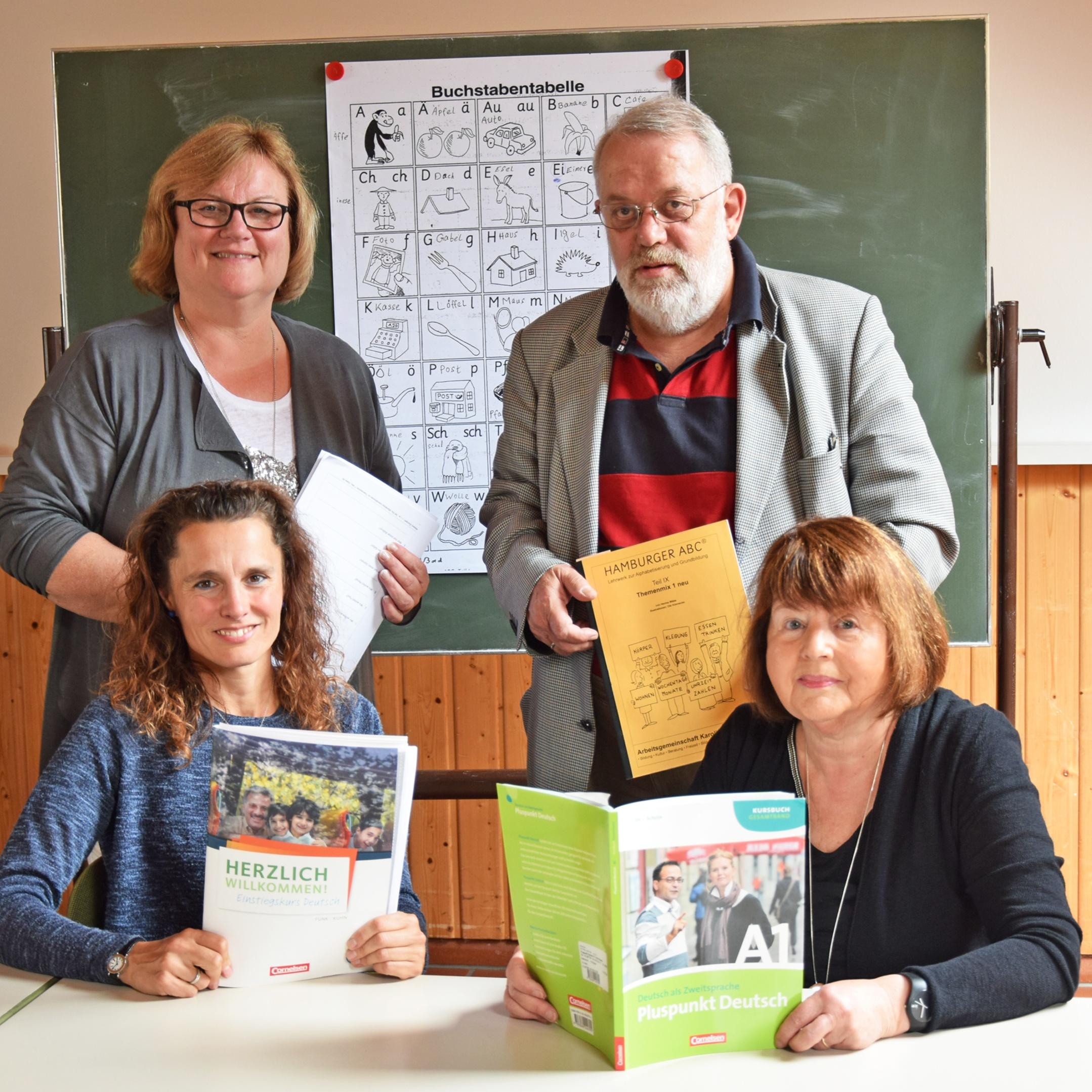 Deutschunterricht für Flüchtlinge in lockerer Atmosphäre Engagement als Zeichen christlicher Nächstenliebe