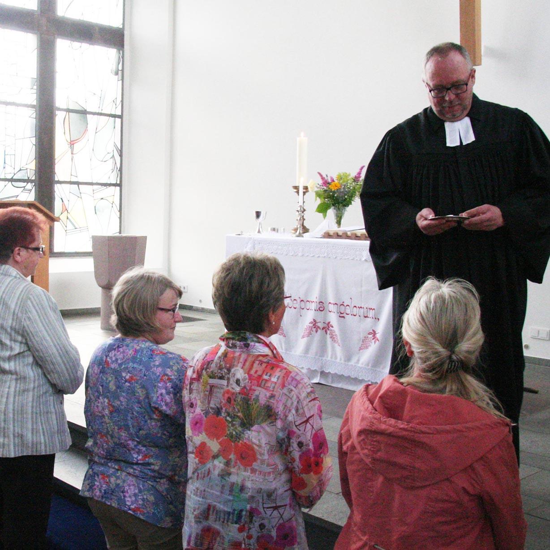 Zum Jubiläum der Beverunger Kreuzkirche Gottesdienst wie vor 150 Jahren