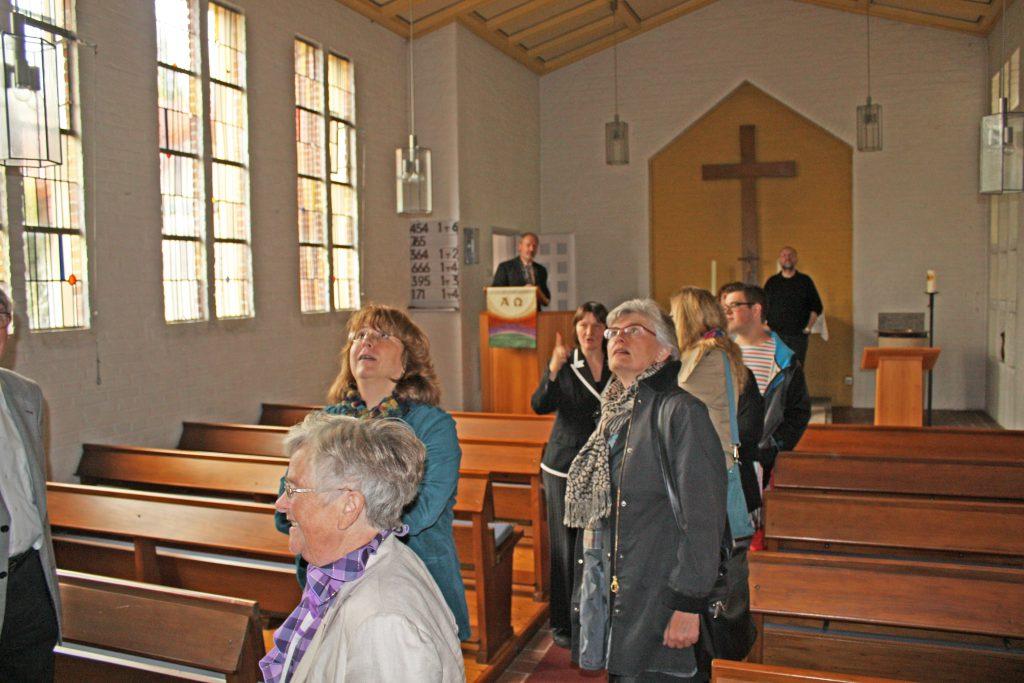Kirche von innen: Das Visitationsteam 2013 in der Evangelischen Kirche Willebadessen. FOTO: EKP-ARCHIV