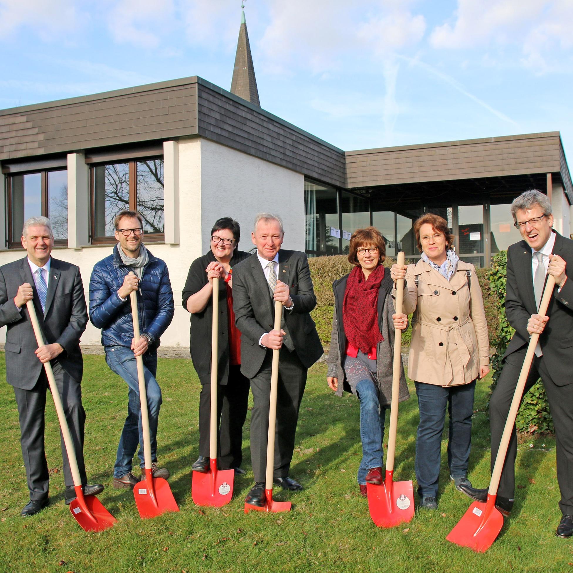 Nach Spatenstich haben die Handwerker das Sagen GRUNDSANIERUNG des Gemeindezentrums Delbrück