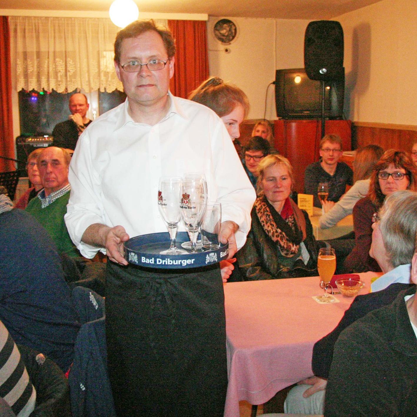 Mit Luther in die Kneipe FORMIDABLE LATE-NIGHT-SHOW Gemeindebezirk Bruchhausen reaktiviert alte Dorfgaststätte
