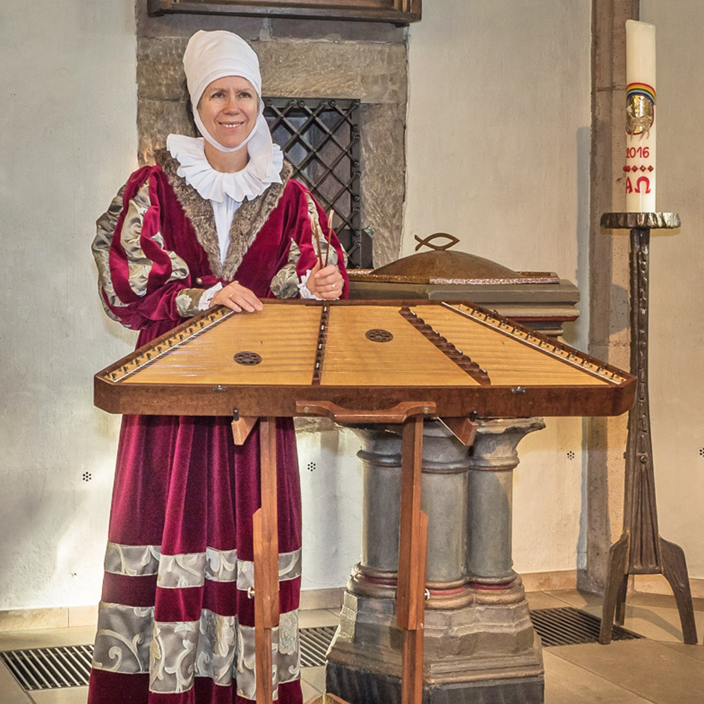 """BRIEFWECHSEL UND MUSIK in """"Maria im Weinberg"""" Warburg Jessica Burri bringt Frauen der Reformation zu Gehör"""