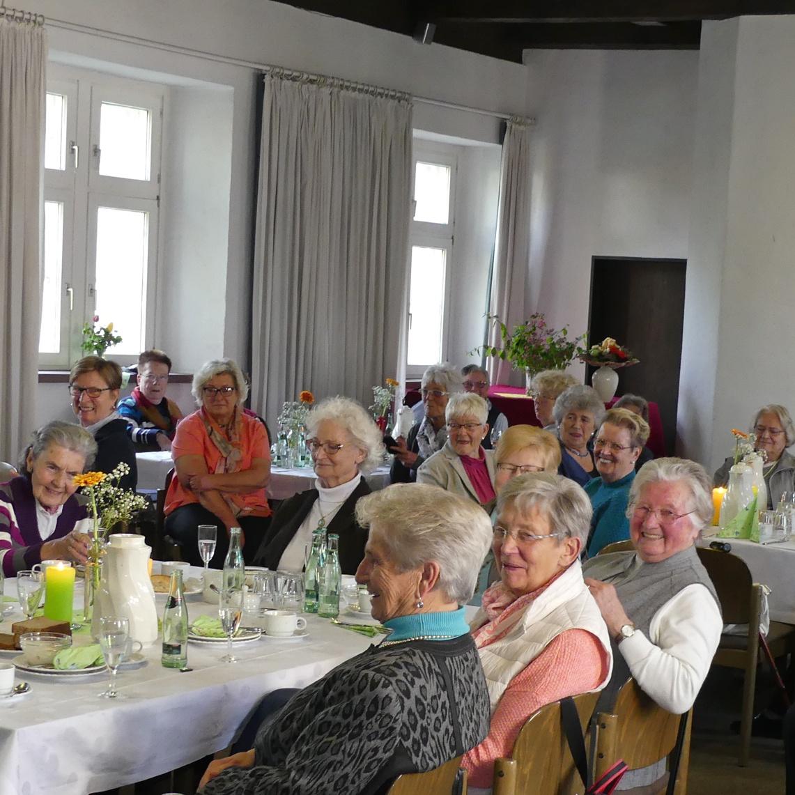 20 Jahre Frauenfrühstück in Höxter Die Seele baumeln lassen