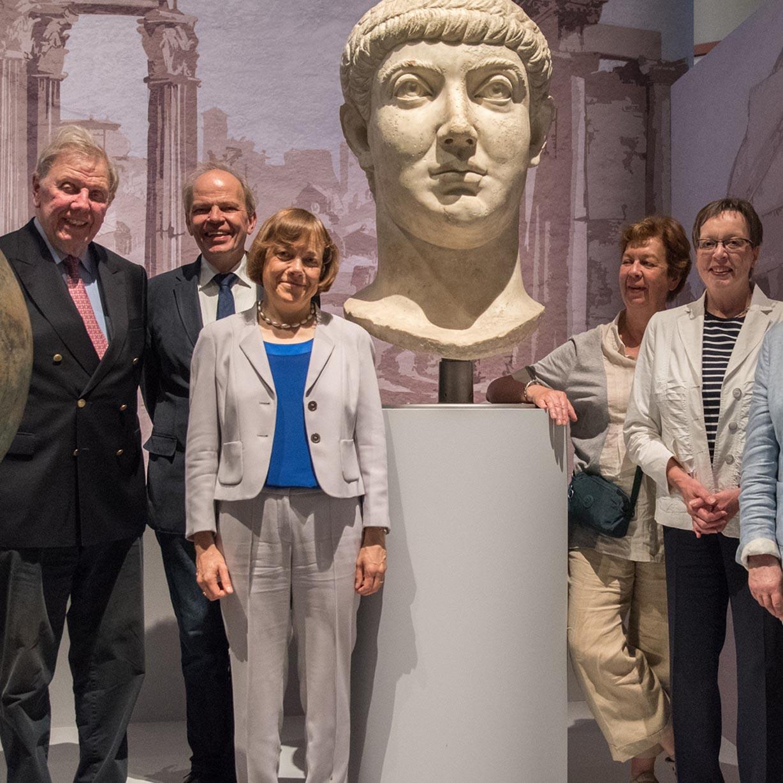 """Prominenter Besuch bei den """"WUNDERN ROMs"""" Wolfgang Thierse, Annette Kurschus, Irmgard Schwaetzer und Marianne Thomann-Stahl besuchten die Ausstellung"""