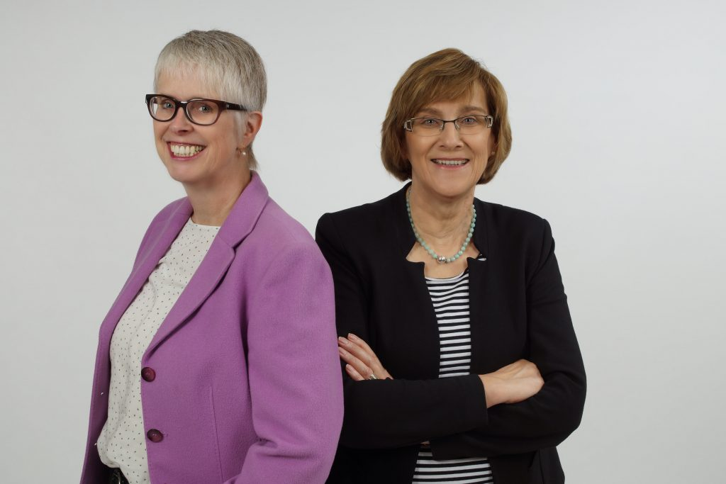 Stellte den Jahresbericht 2016 der ökumenischen TelefonSeelsorge Paderborn vor: das Leitungsteam mit Monika Krieg (links) und Monika Dinger. FOTO: TS