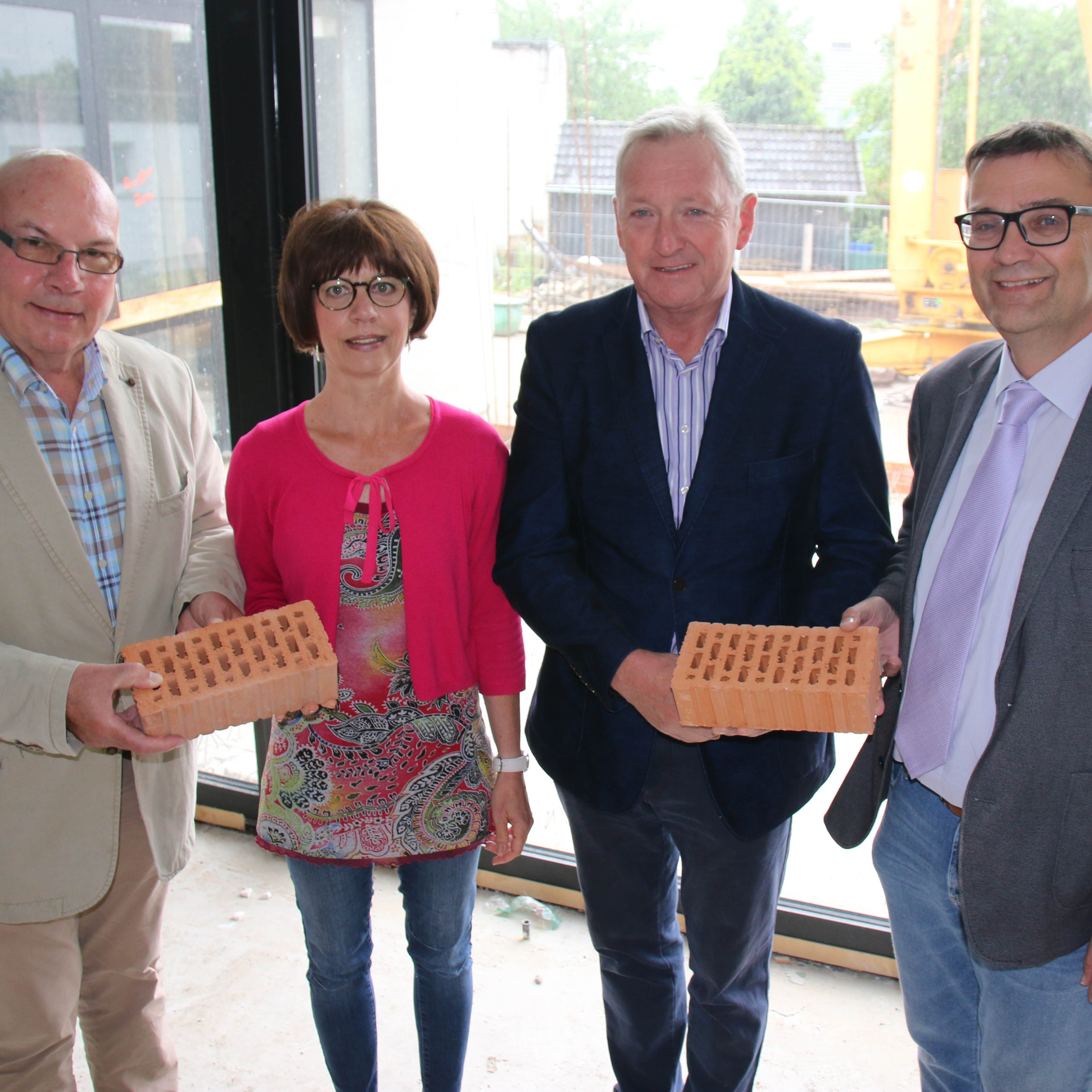 Baustoffmarkt Happe unterstützt großzügig Sanierung und Umbau des Gemeindezentrums Delbrück