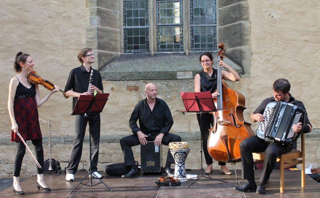 Laden ein zu einer musikalischen Reise: die Mitglieder des ensemble vinorosso. Foto: ensemble vinorosso