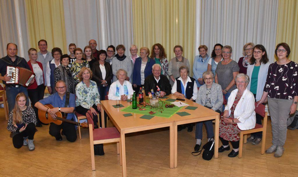 """Feier: Das 90-jährige Bestehen hat die Frauenhilfe Steinheim im evangelischen Gemeindezentrum begangen. Für einen beschwingten Abend sorgte die Band """"Kapelle Kamelle""""."""