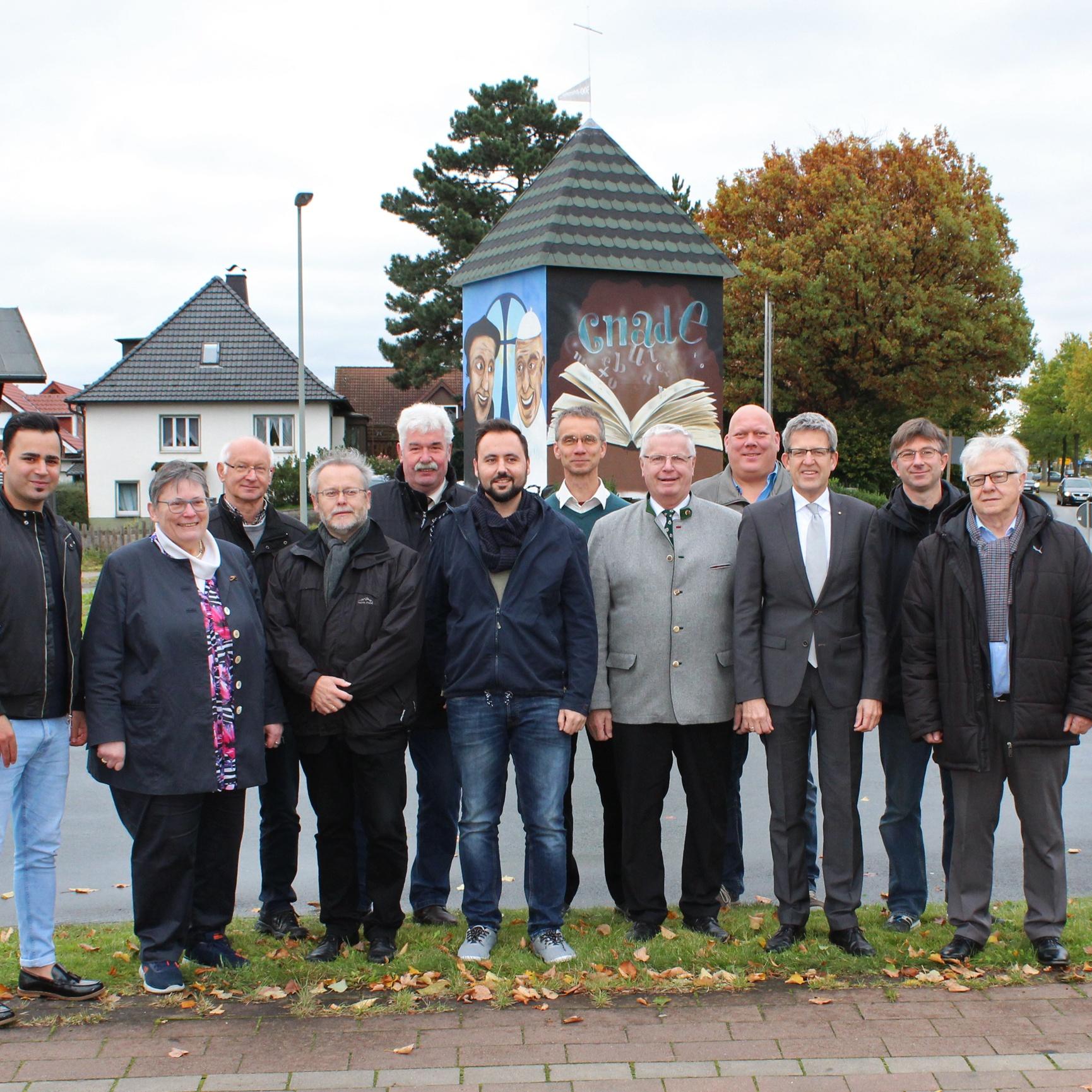 Evangelische Kirchengemeinde Salzkotten gestaltet Kreisel Reformation als Graffiti-Kunst