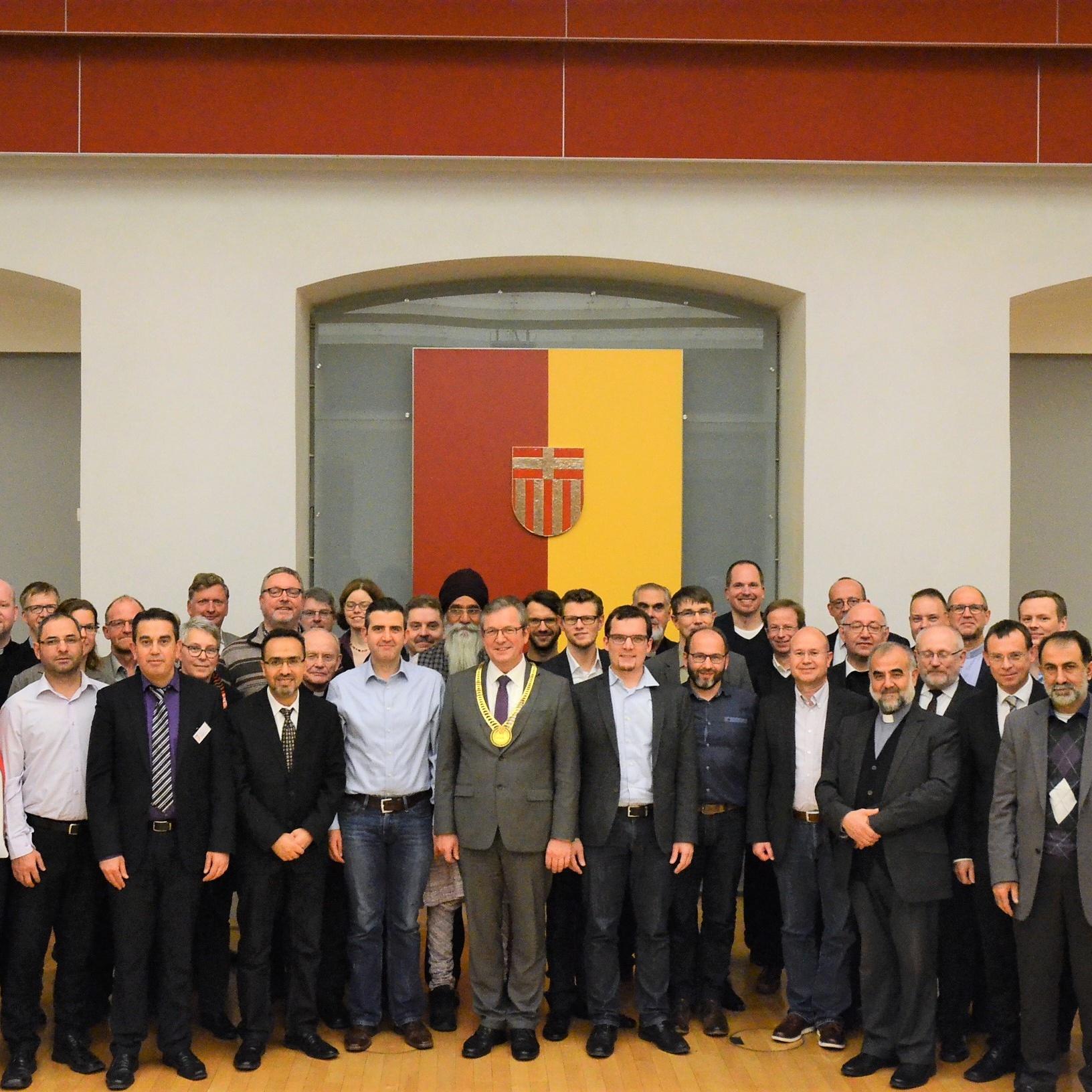 Bürgermeister bedankt sich für gute Zusammenarbeit Paderborner Religionsvertreter im historischen Rathaus