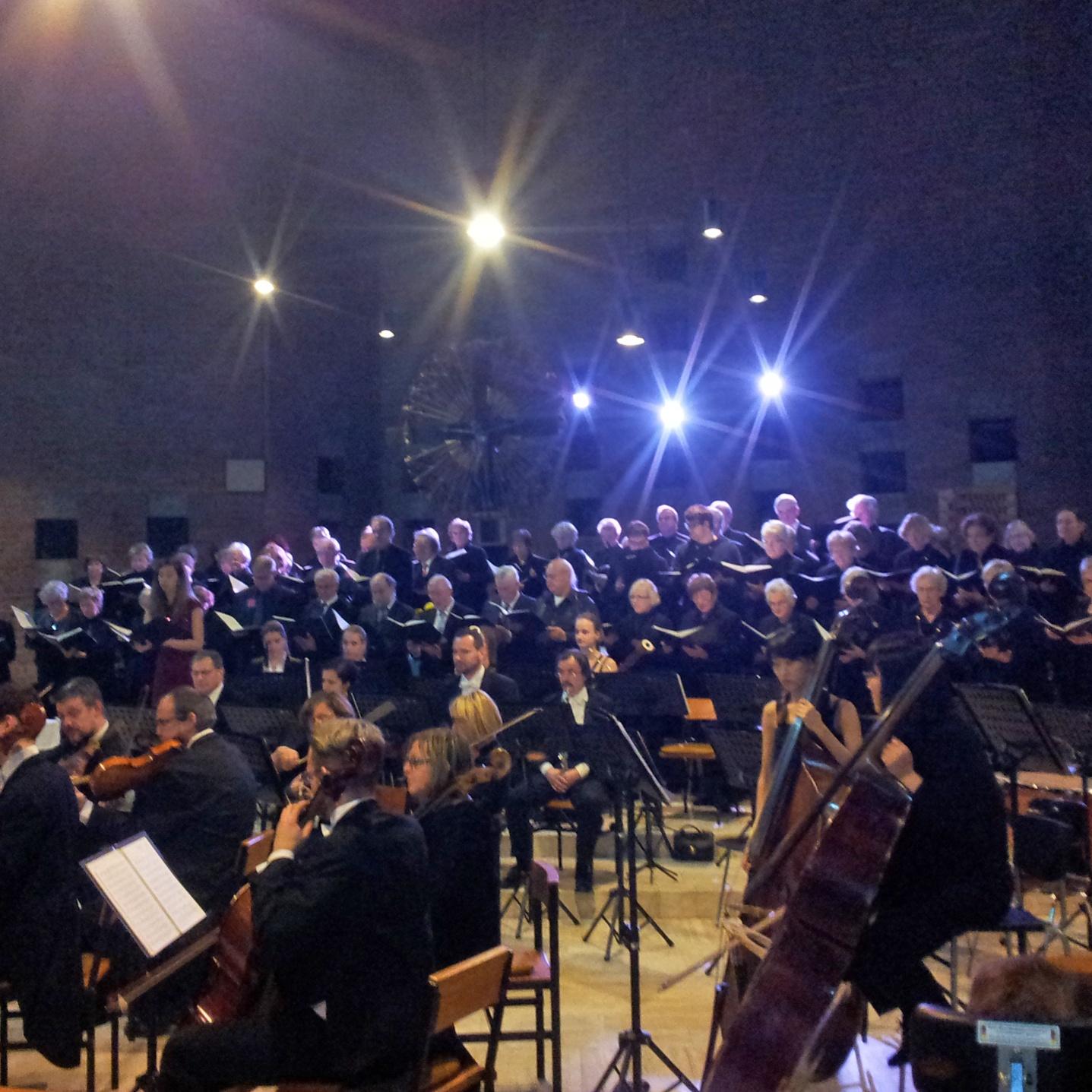 Konzert 2016: Damals waren dabei die Solistin Ascelina Klee (Alt), die Kantorei Bad Driburg, der Kammerchor Marsberg und das Bohemia Sinfonieorchester Prag. FOTO: ELISABETH AFFANI