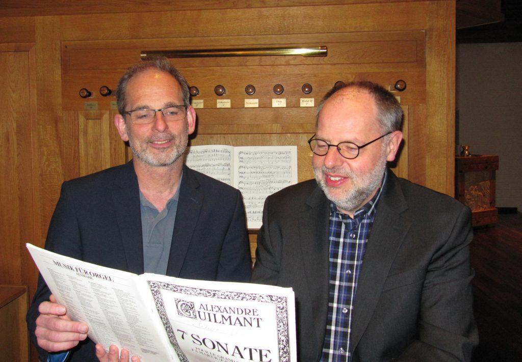 Beitrag für die neue Orgel: Michael Kleine (l.) und Thomas Schulze-Athens luden zu zwei Konzerten ein.