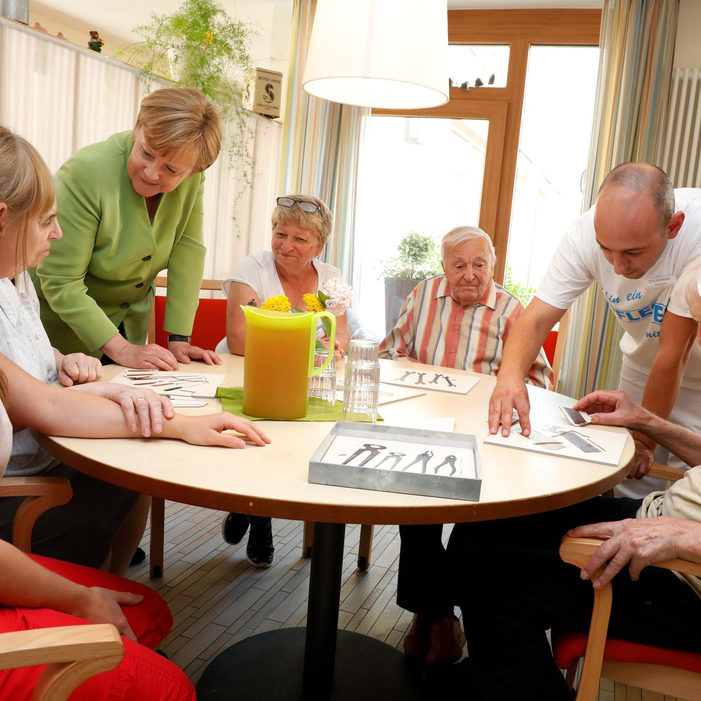 """Klarer Impuls an Bundeskanzlerin Angela Merkel bei ihrem Besuch der Altenhilfe St. Johannisstift """"Wir brauchen Sie für ein besseres Image der Pflege"""""""