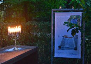 Abendlichter im GlaubensGarten. Foto: Antje Lütkemeier