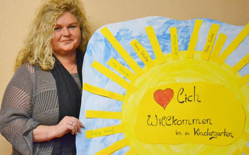 Wurde begrüßt: Im Juli hat Sandra Wiedey die Leitung des evangelischen Kindergartens in Bad Driburg übernommen. Eltern, Kinder und Kirchengemeinde bereiteten der 46-Jährigen einen herzlichen Empfang. Foto: Silke Riethmüller