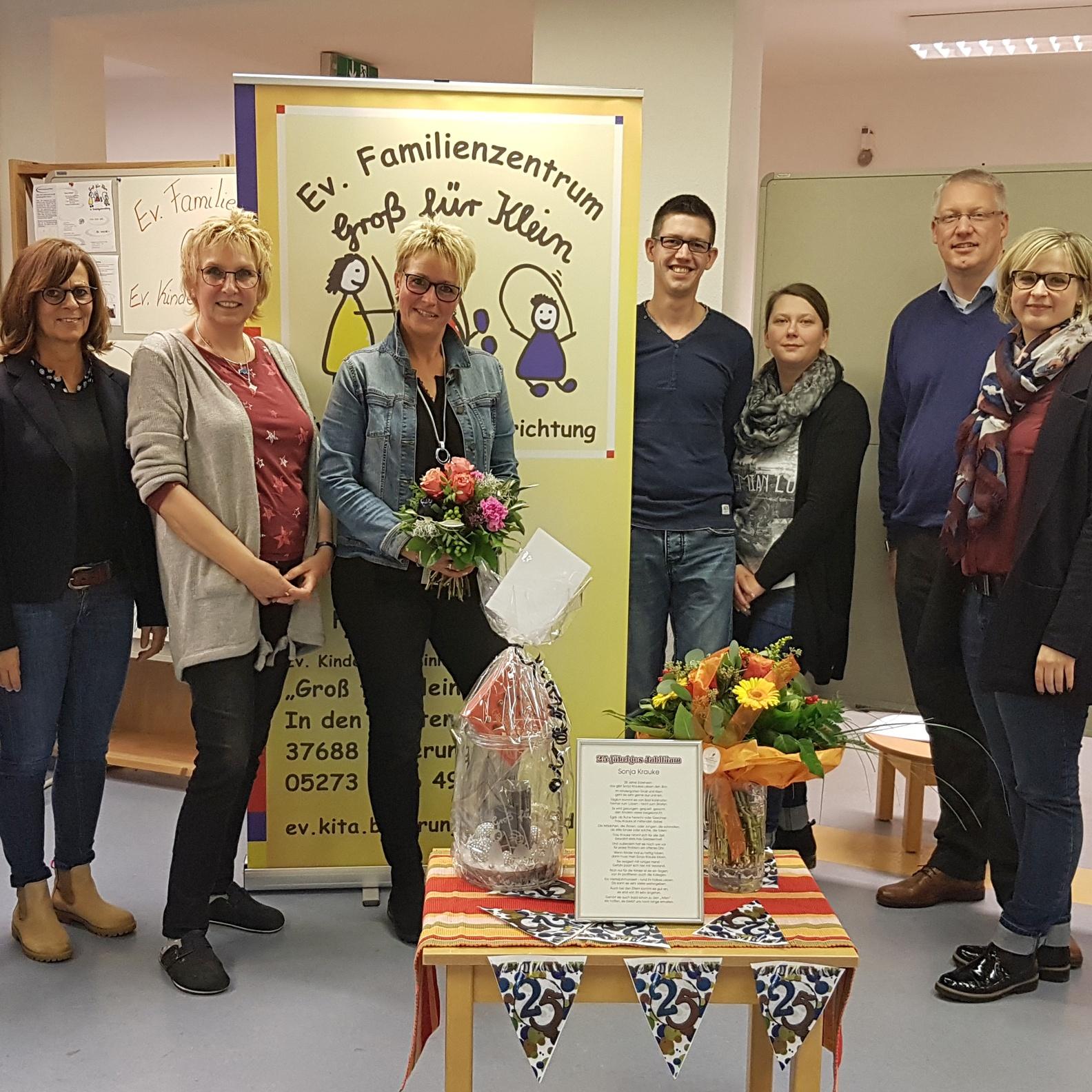 """Evangelisches Familienzentrum """"Groß für Klein"""" Beverungen 25jähriges Dienstjubiläum von Sonja Krauke"""