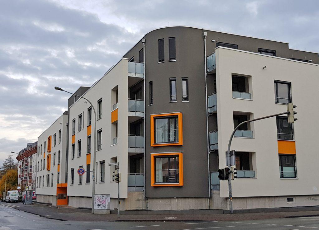 Markant: Das Carl-Böttner-Haus an der Ecke Fürstenweg/Reumontstraße bietet neue lebenswerte Räume für ältere Menschen. Foto. St. Johannisstift