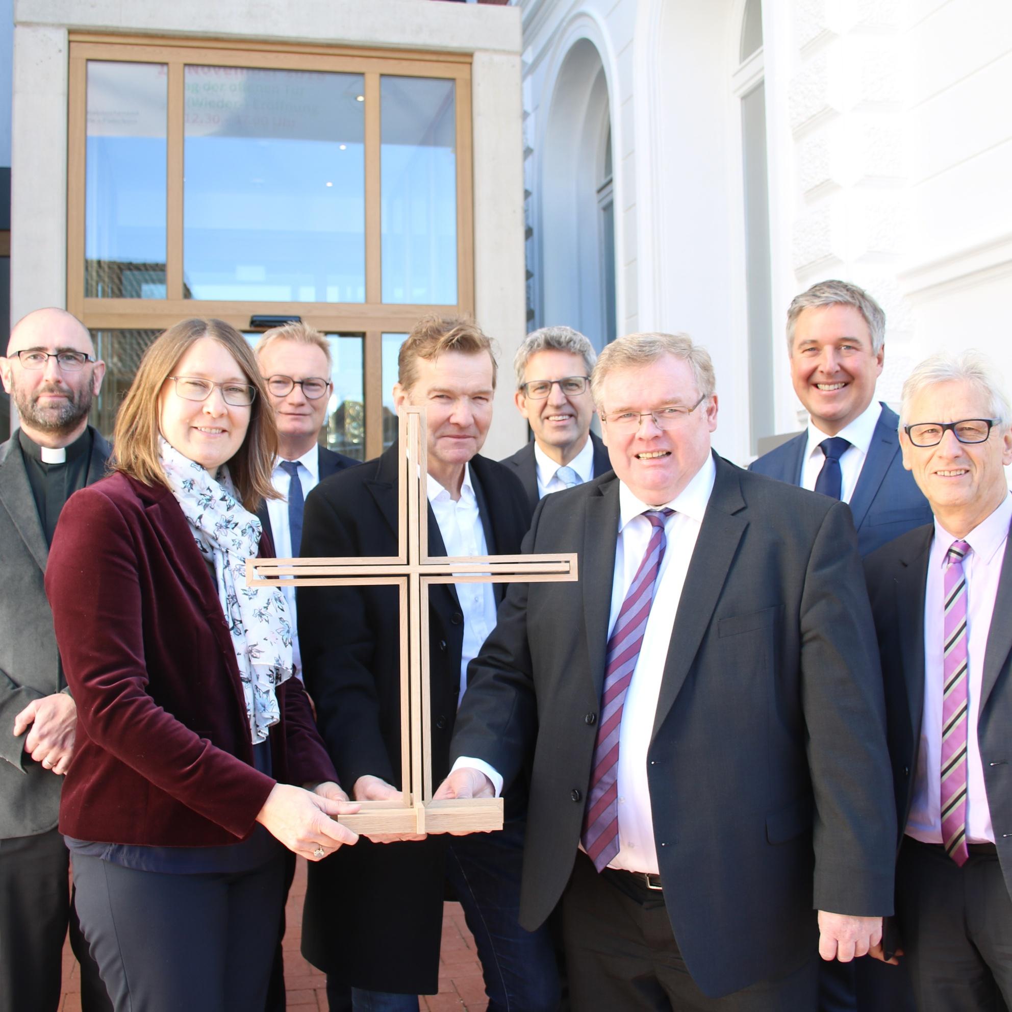Evangelischer Kirchenkreis Gütersloh weiht Gebäude-Ensemble ein Gemeinsames Kreiskirchenamt Gütersloh-Halle-Paderborn eröffnet