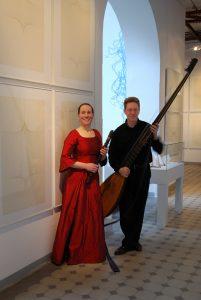 """Das Barockduo """"La Vigna"""" aus Dresden mit Theresia Stahl (Blockflöten) und Christian Stahl (Laute/Theorbe) ist am 29. Dezember in Bad Driburg zu Gast."""