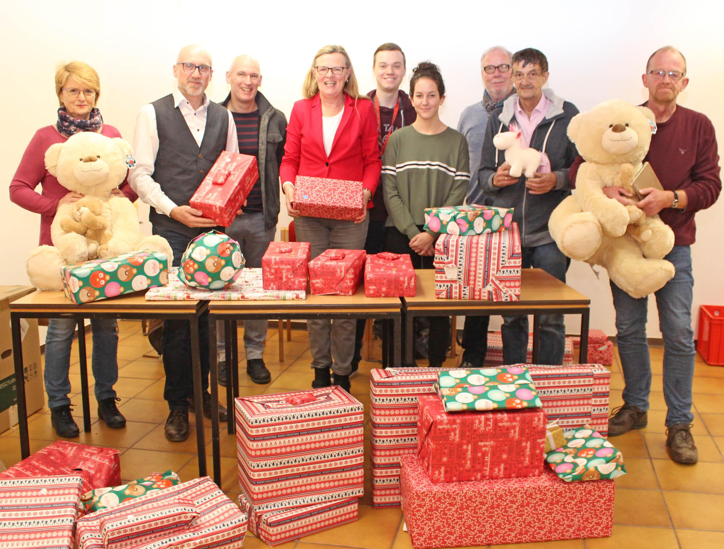 Brigitte Weihnachtsgeschenke.Kooperation Von Rewe Schulmaterialienkammer Und Jugendreferat