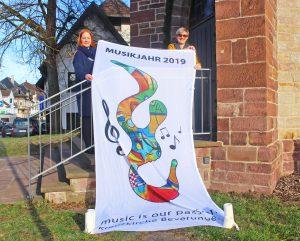 Laden ein zum Musikalischen Jahr 2019 in der Beverunger Kreuzkirche: Pfarrerin Astrid Neumann (rechts) und Organistin Sylke Lüpkes. FOTO: WB/rom
