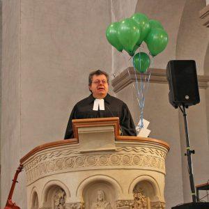 Vertrauen braucht die Gemeinschaft anderer, machte Prof. Harald Schroeter-Wittke in seiner Predigt deutlich. FOTO: EKP/HEIDE WELSLAU