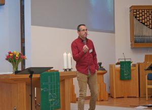 Henrik Ermlich predigte in der Paderborner Matthäus-Kirche zu lebensnahen Themen. Foto: Waldemar Reisch