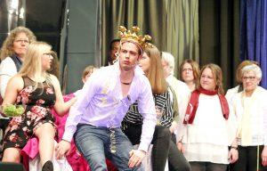 Einmal ein König sein: Reinhard Wappler spielt und singt die Hauptrolle. FOTO: BURKHARD BATTRAN