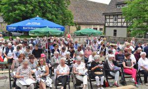 400 Gläubige kamen zum Vereinigungsgottesdienst auf dem Gut Holzhausen. FOTO: HEINZ WILFERT