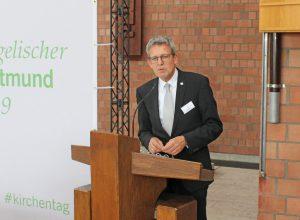 """Superintendent Volker Neuhoff rief dazu auf, Kirche weiterzuentwickeln. Dafür gebe es im Kirchenkreis Paderborn """"eine Menge an Kompetenz und Potential"""". Foto: EKP/Oliver Claes"""