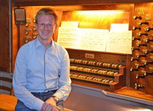 Abdinghofkirche: Organist Sebastian Freitag aus Paderborn spielt Samstag, 27. Juli, um 12 Uhr Werke von Buxtehude, Bach und Distler. Am Montag, 19.7., setzt er die Reihe fort. FOTO: ECKHARD DÜKER
