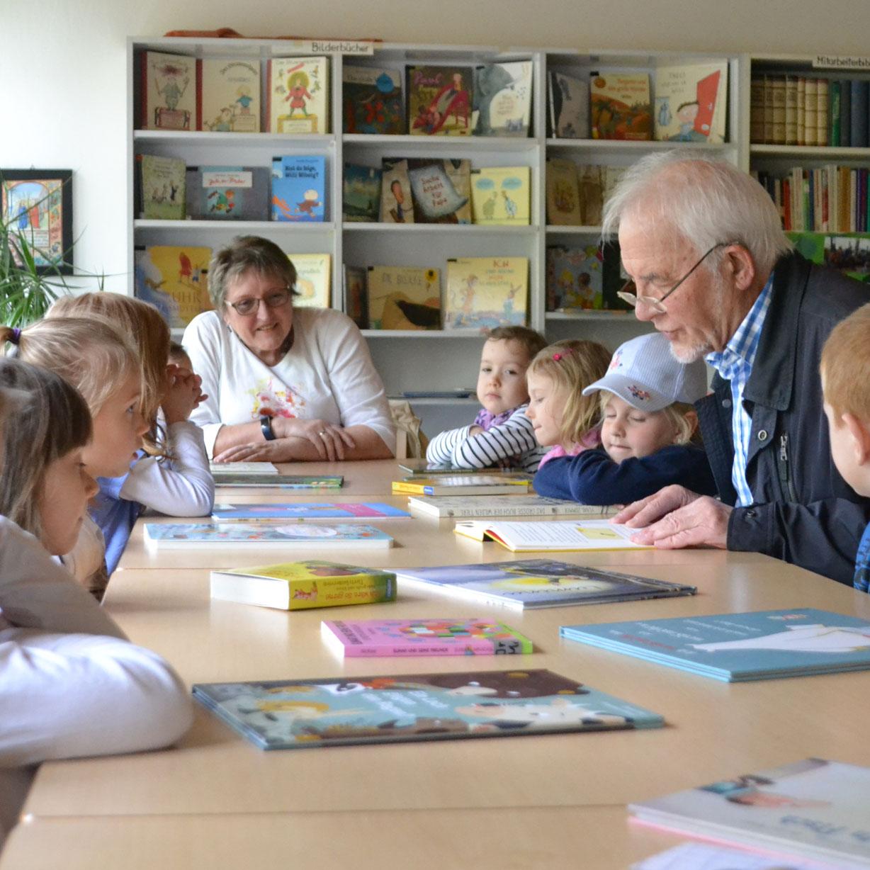 Spannender Besuch in der Gemeindebücherei Bad Driburg Kinder entdecken neue Welten