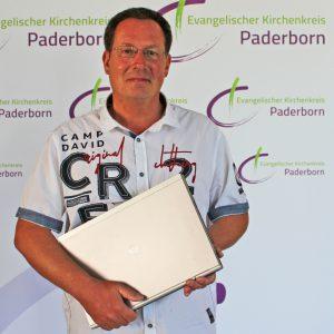 Ist auch im Internet mit Predigten präsent: Pfarrer Kai-Uwe Schroeter. FOTO: HEIDE WELSLAU