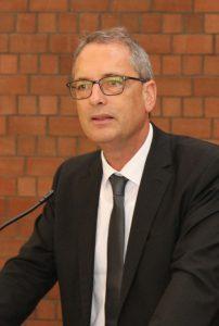 Ulf Schlüter, Vizepräsident der Evangelischen Kirche von Westfalen, lud zur Auseinandersetzung mit dem Thema Abschied und Sterben ein. Foto: EKP/Oliver Claes