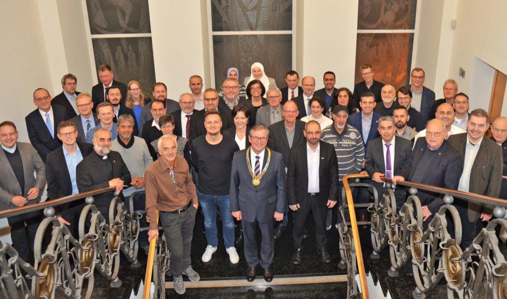 Tradition: Die Vertreterinnen und Vertreter der Religionen und Glaubensgemeinschaften beim Empfang im Historischen Rathaus Paderborns. FOTO: STADT PADERBORN