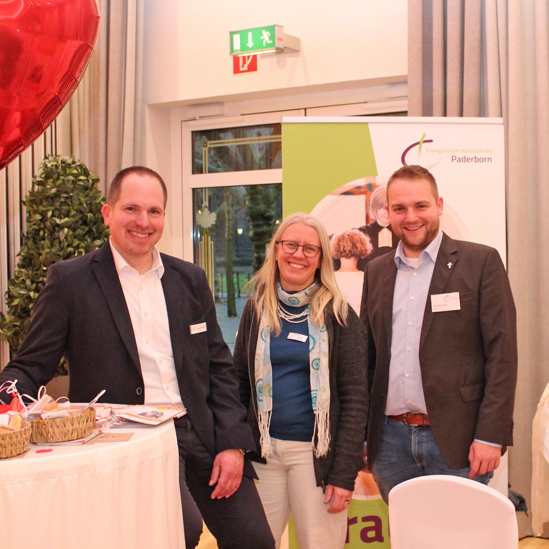 1000 INTERESSIERTE besuchten Hochzeitsmesse im Schützenhof Ökumenischer Stand ist Eingangstor für kirchliche Themen