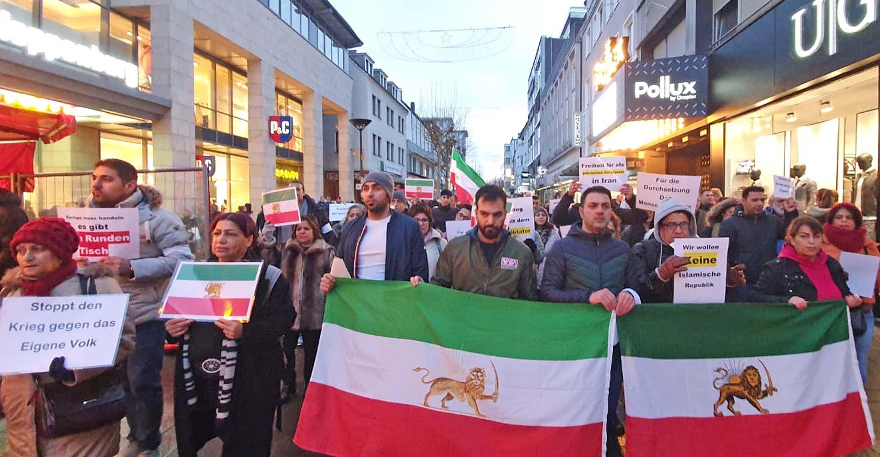 Nach Januar 2018 fand in Paderborn jetzt erneut eine Demonstration für Freiheit und Menschenrechte im Iran statt. FOTO: EKP