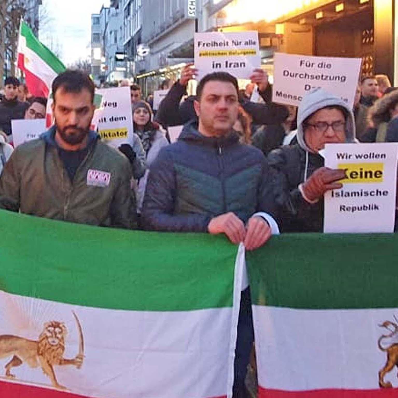 Evangelischer Kirchenkreis Paderborn besorgt über politische Lage im Iran 100 Menschen demonstrierten für Menschenrechte im Iran