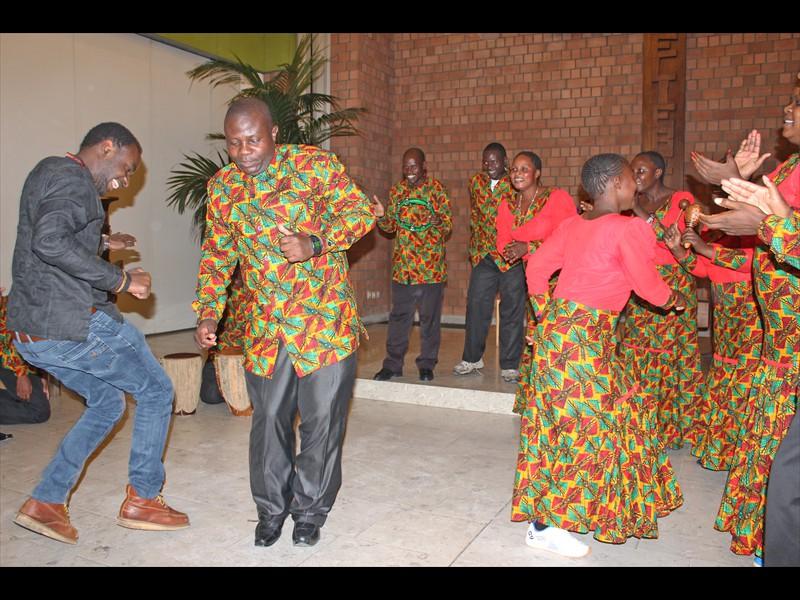 Der Chor tanzt