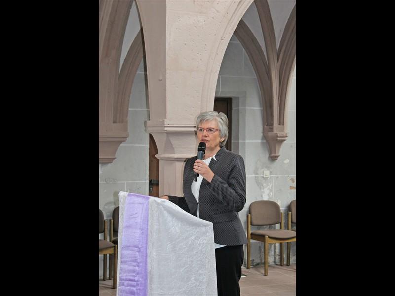 Superintendentin Anke Schröder begrüßt Gäste